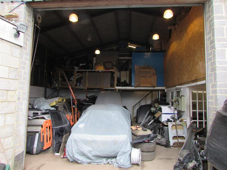 busy garage business north - 5